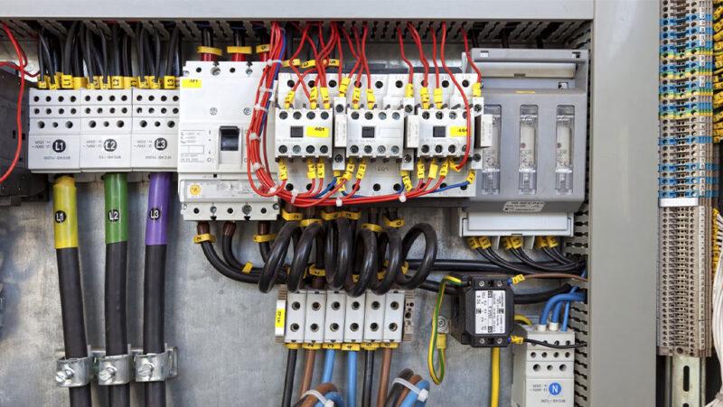 آشنایی با برق صنعتی و تجهیزات آن